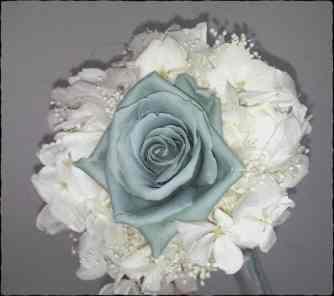 Ramo Rosa Azul y Hortensia Blanca