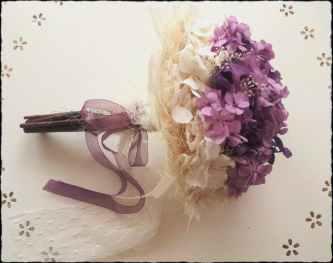 Bouquet plumas hortensia malva y morada