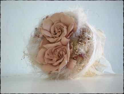 Bouquet Gardenias y plumas