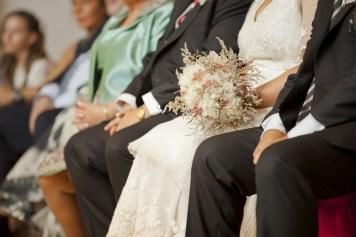 Vestido Novia y ramo preservado Arrate. NOVELLE novias,Foto:Ainara Roman Jozifek