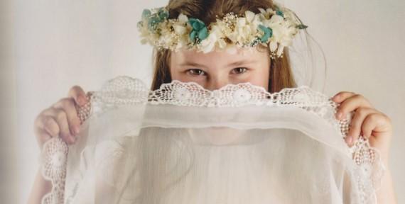 Ane, vestido y complementos NOVELLE COMUNIÓN. Foto: Ana Bernales