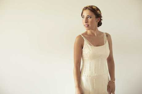 Eguzki con vestido de novia, corona y ramo NOVELLE. Foto: Iker Franco- Pelu/maqueillaje: Littas