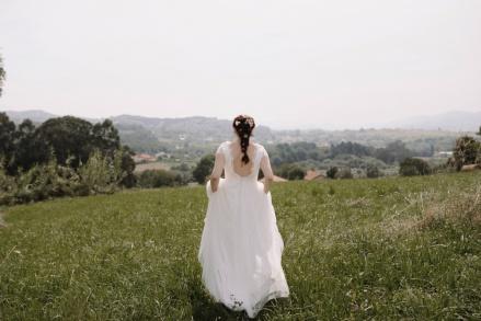 NOVELLE Vestido, Ramo y tocado - Foto: PATRICIAWITHLOVE